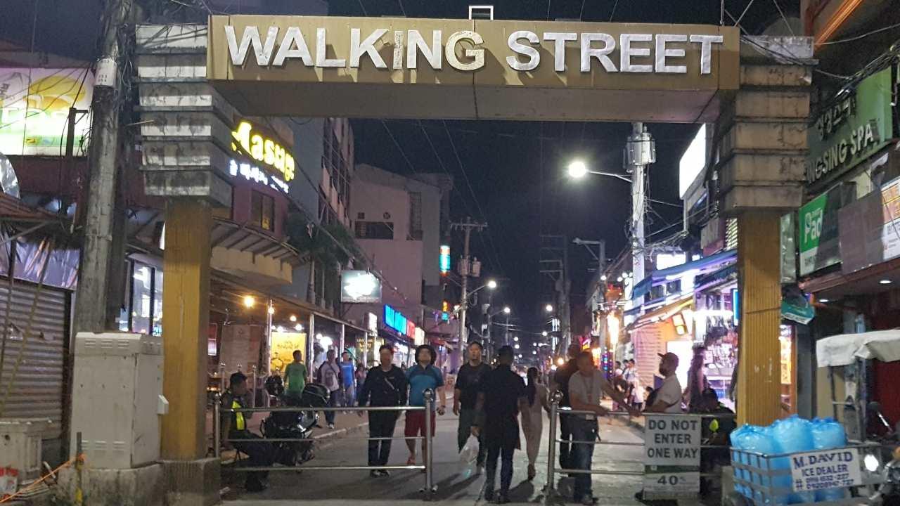 Philippines - Angeles City - Walking Street - Fields Avenue - Entrance McDonalds
